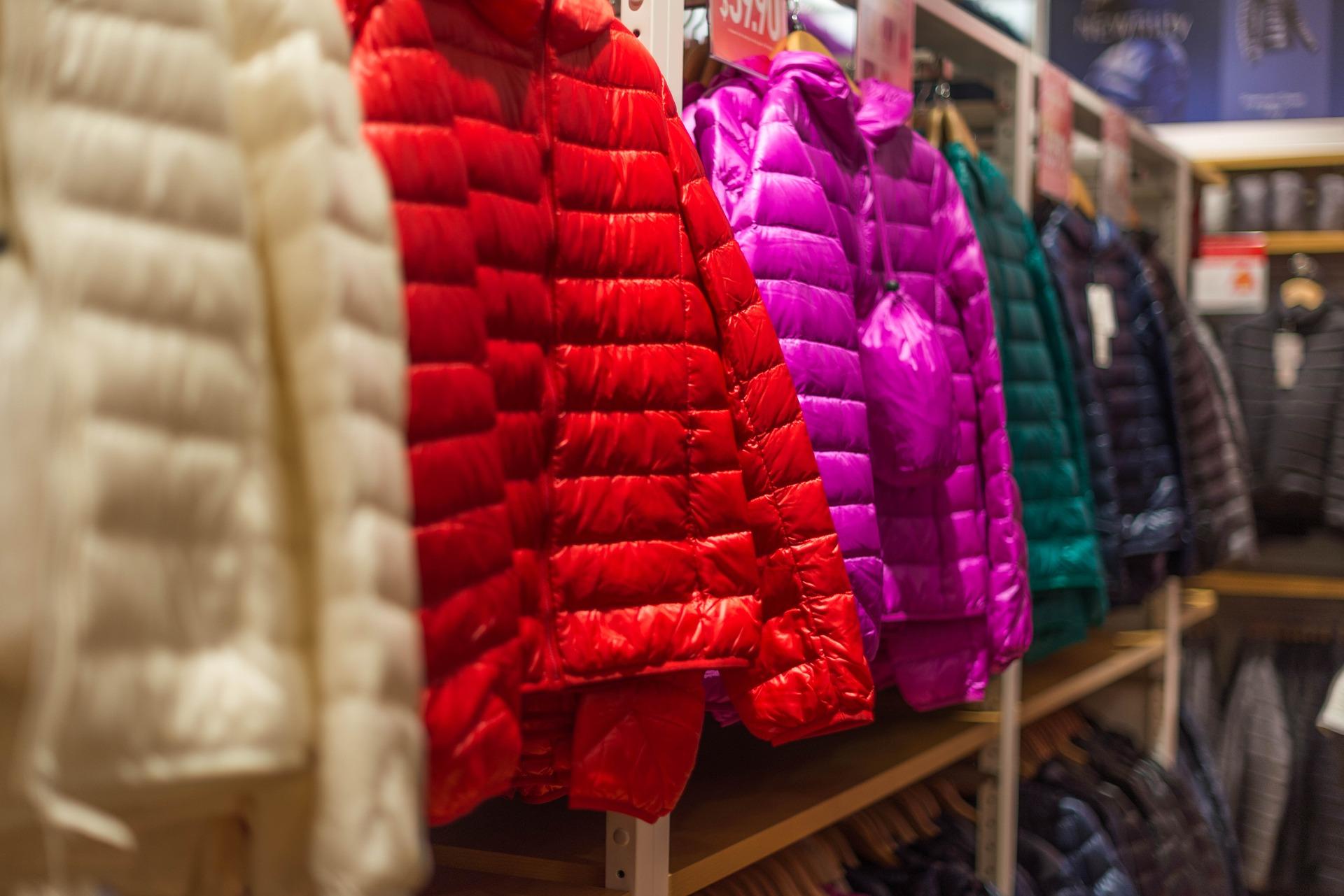 Precintado ropa retail ecommerce