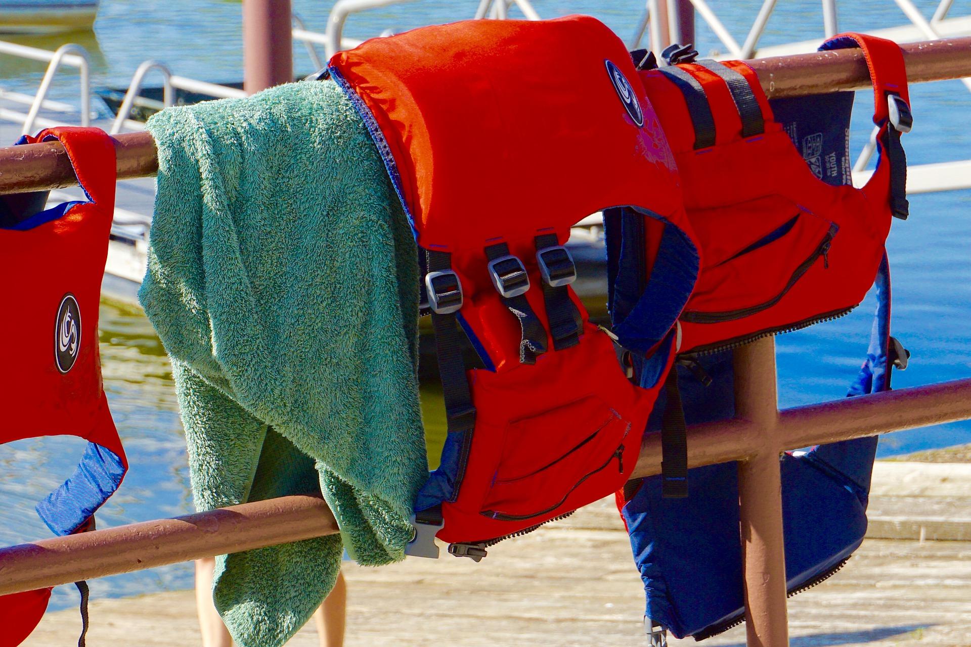 life-jacket-1543422_1920