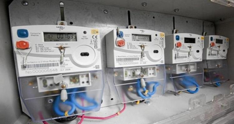 Contadores eléctrico digitales con precintos de seguridad.
