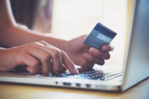 Cliente compra online con seguridad