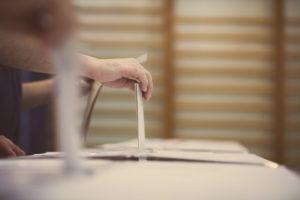Verwendung von Sicherheitssiegeln an den Wahlkabinen