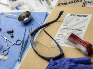 Los sobres de seguridad protegen las muestras como parte de la cadena de custodia