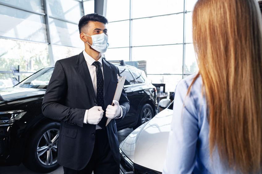 Una de manera de asegurar la desinfección sin manipulación es colocar las pegatinas void y las etiquetas de seguridad en los vehículos